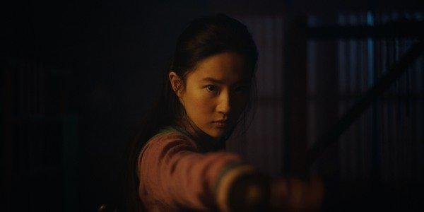 Yifei Liu como Mulan no remake de live-action de 2020