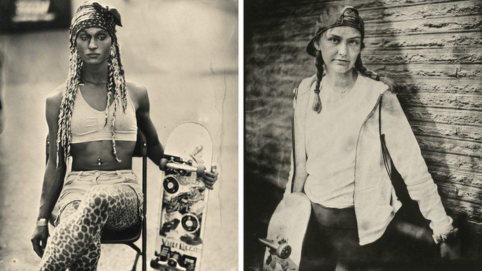 Composto por dois retratos de skatistas, Jasmine e Amelia