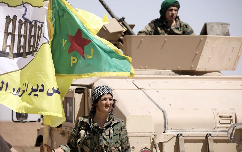 Combatente americano do Estado Islâmico se rende na Síria | Mundo | G1