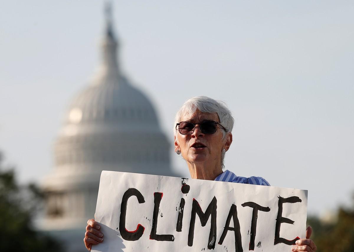 Ativistas bloqueiam ruas de Washington em protesto pelo meio ...