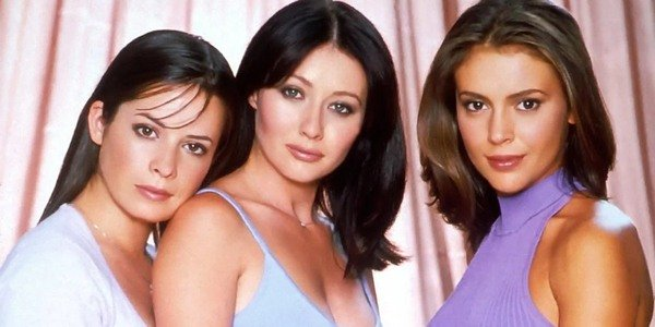 Holly Marie Combs, Alyssa Milano e Shannen Doherty em Charmed 1998