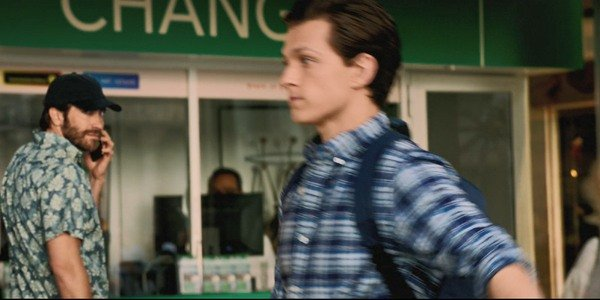 Jake Gyllenhaal e Tom Holland em Homem-Aranha: Longe de Casa