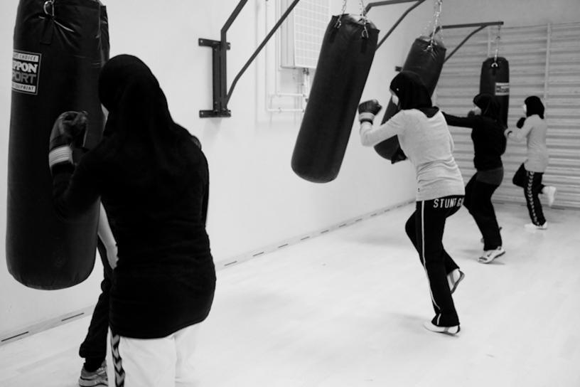 Lutando contra os discursos culturais e religiosos, de Nadia Helmy Ahmed, MUSLIMA.