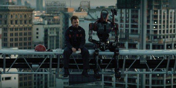 Aaron Paul e seu robô companheiro na terceira temporada do Westworld