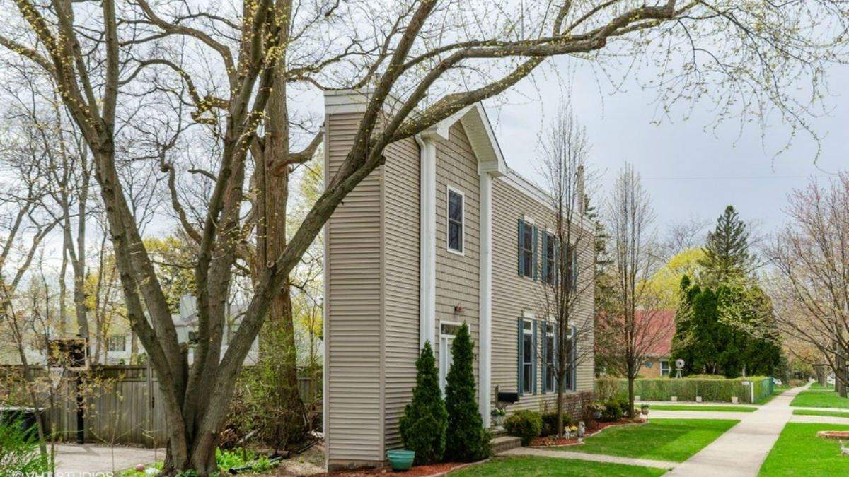 See Inside Deerfield 'Pie House' On Market for $270K – NBC Chicago