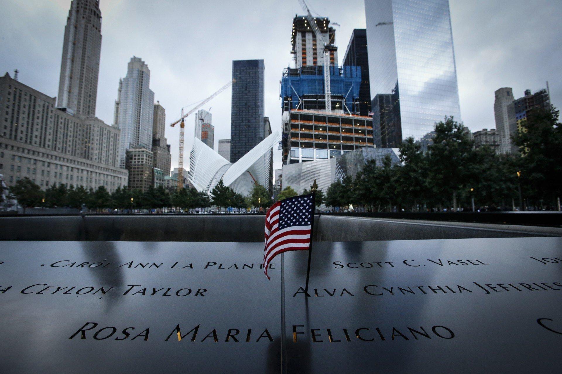 Obama decreta tr�s dias de ora��es em homenagem �s v�timas de atentado -  Obama decreta tr�s dias de ora��es em homenagem �s v�timas de atentado -  Mundo - Jornal NH