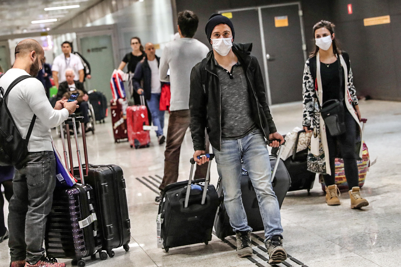 Coronavírus: passageiros do exterior têm entrado sem triagem em aeroportos  | Exame