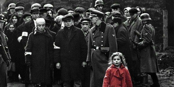 Garota com um casaco vermelho