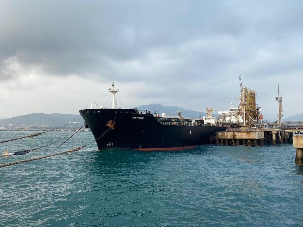 O petroleiro iraniano 'Fortune' atraca em Puerto Cabello, na Venezuela