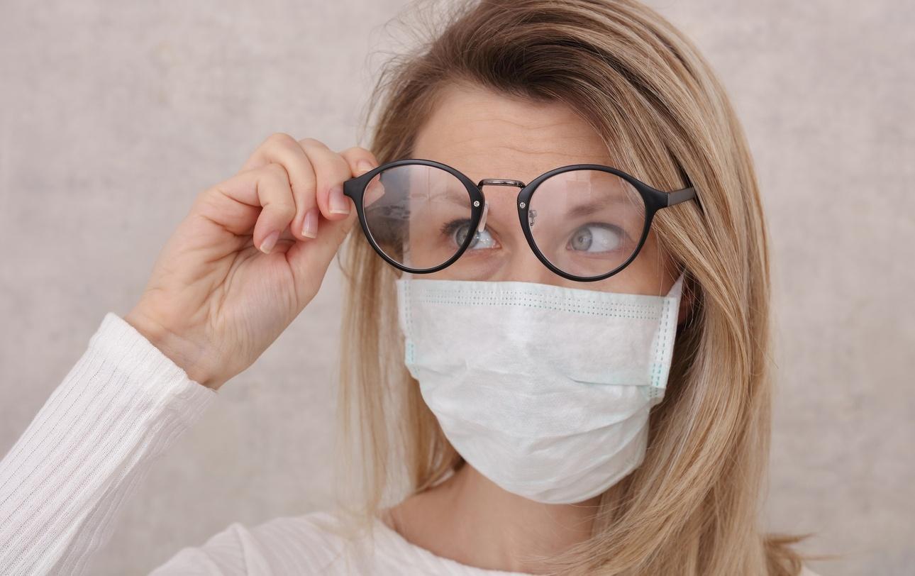 Como usar máscara com óculos? Veja dicas para não embaçar as lentes