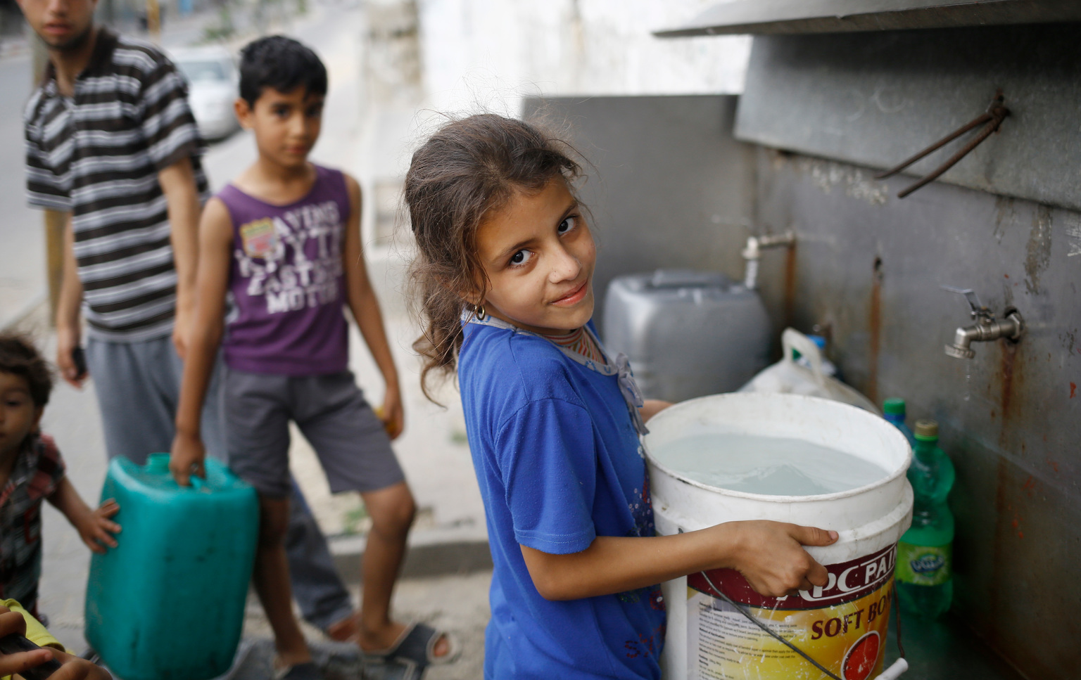 Searching for clean water in Gaza - UNICEF Connect