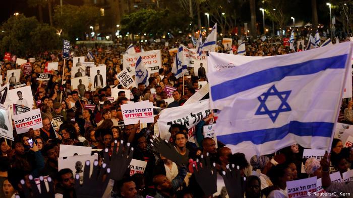 Israel tem protesto contra deportação de africanos | Notícias internacionais e análises | DW | 25.03.2018