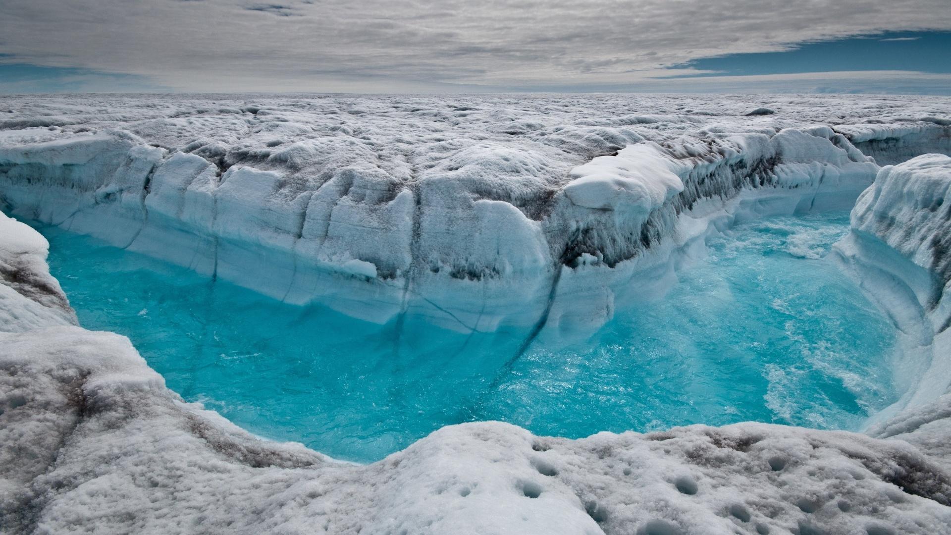 Degelo pode liberar dejetos radioativos enterrados sob o gelo da Groelândia  - 05/08/2016 - UOL Notícias