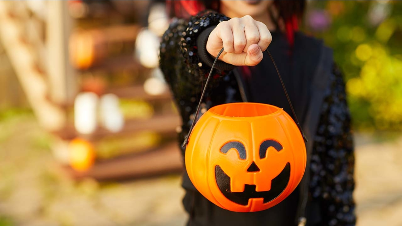 Halloween 2019: Where and when to find indoor trick-or-treating, family-friendly activities if it snows - ABC7 Chicago