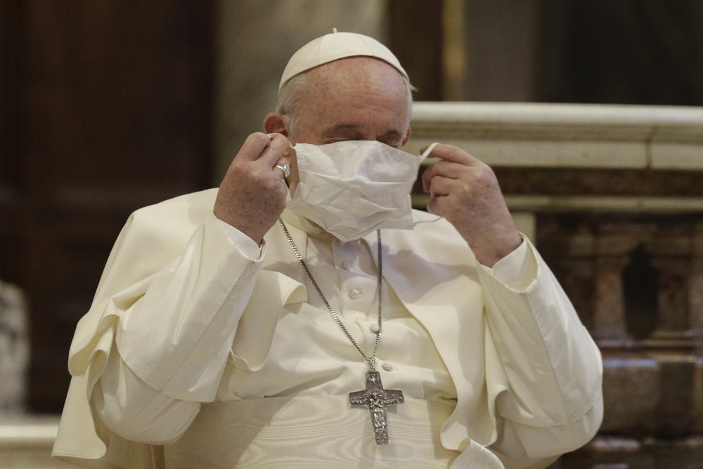 'Estamos trabalhando nisso': Conselheiros do Papa Francisco o alertam sobre COVID-19 e o uso de máscara para proteção contra o vírus