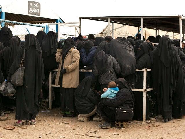 Dezenas de crianças britânicas mantidas em campos sírios em meio à ameaça de fuga da prisão de Ísis