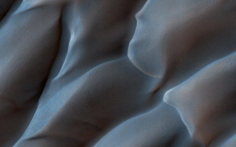 HiRISE martian dunes 1