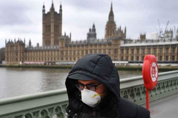 Europa sofre com COVID-19, o Reino Unido sofre ainda tem problemas severos com a doença.