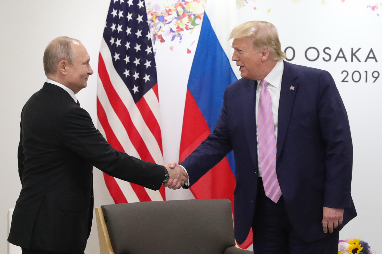 Em tom irônico, Trump pede a Putin que não interfira nas eleições 2020 | VEJA
