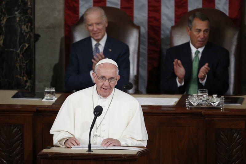 Papa Francisco parabeniza Joe Biden pela eleição