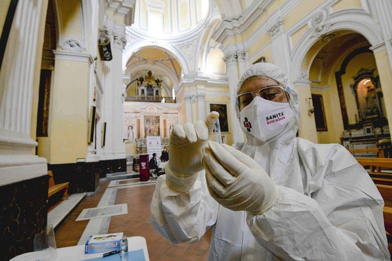 A Europa tem metade dos 4 milhões de novos casos de vírus do mundo, mas vê esperança