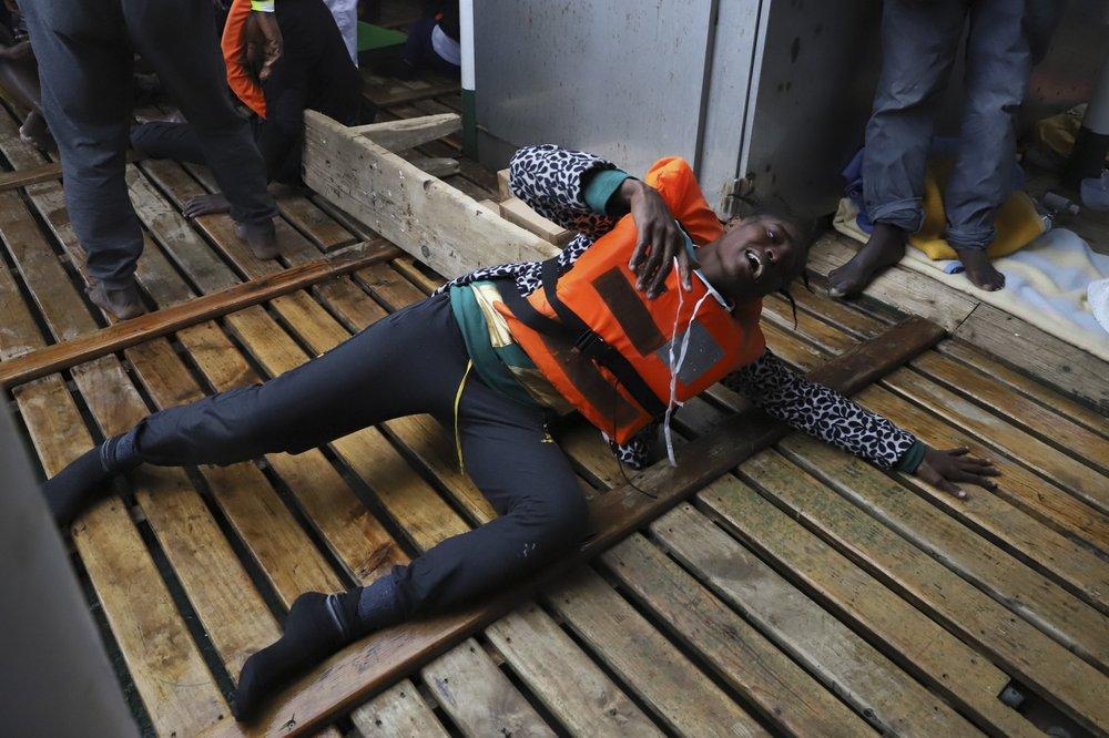 5 migrantes resgatados e 257 a bordo de um navio de resgate do Mediterrâneo, saiba mais