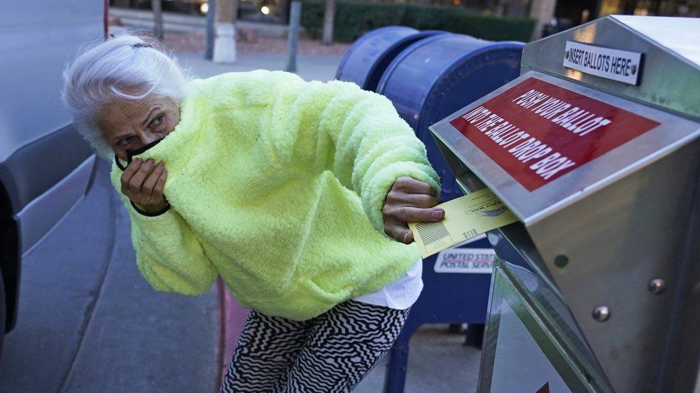 EUA batem recorde de casos em meio a batalha eleitoral por vírus