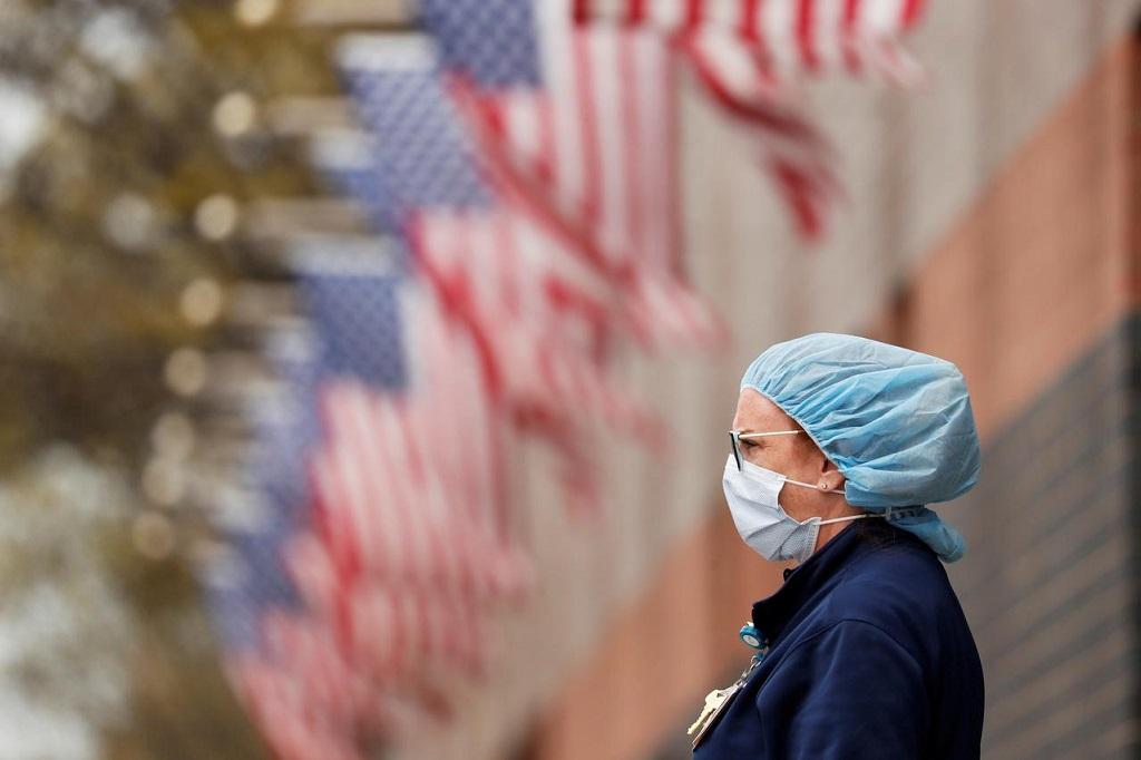 Na véspera do Dia de Ação de Graças, os EUA registraram seu maior número de mortes no COVID-19 desde maio