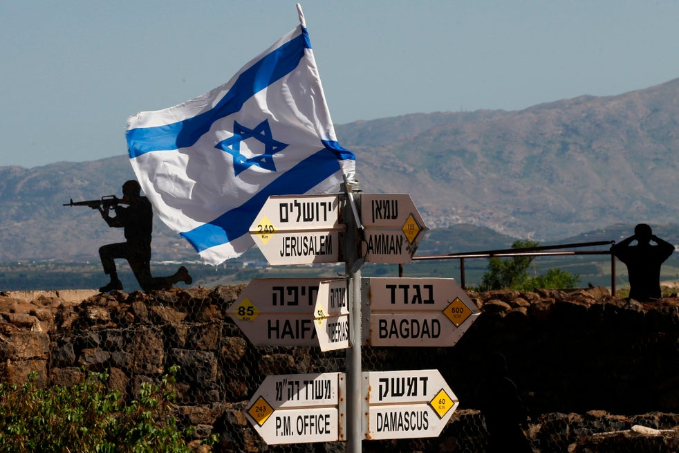 Israel ataca forças apoiadas pelo Irã na Síria depois de 'descobrir bombas perto da fronteira'