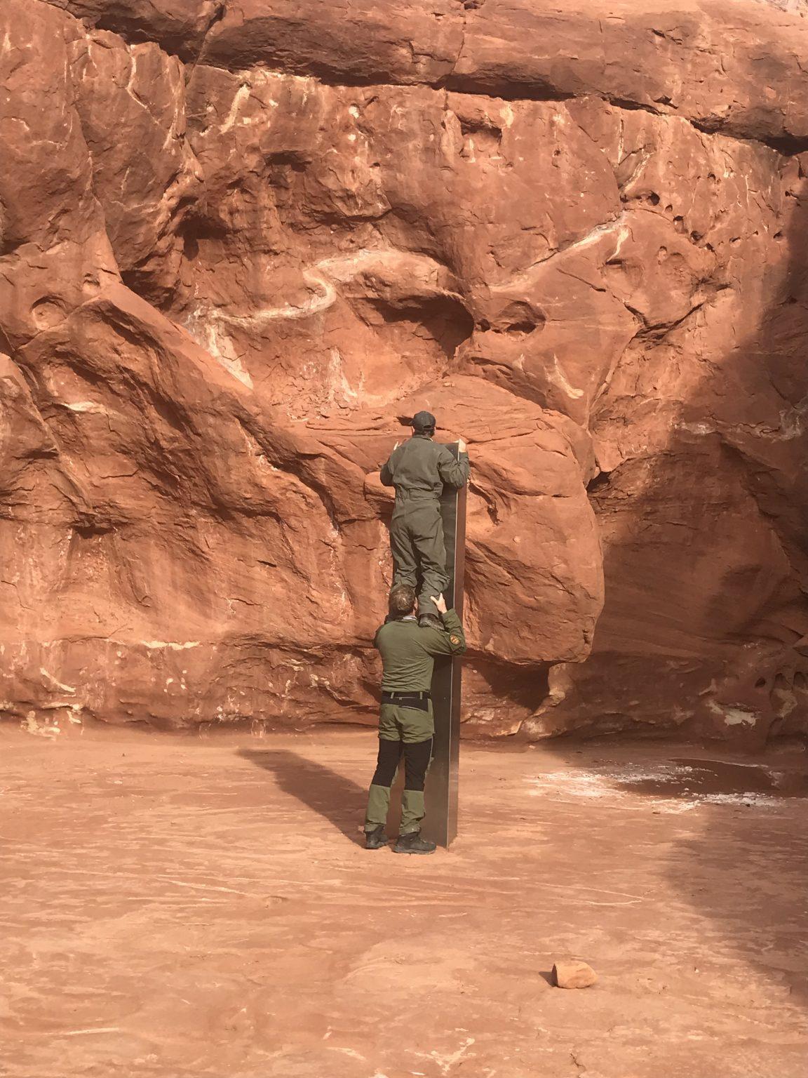Monólito de metal misterioso aparece no deserto remoto de Utah e as autoridades estão perplexas