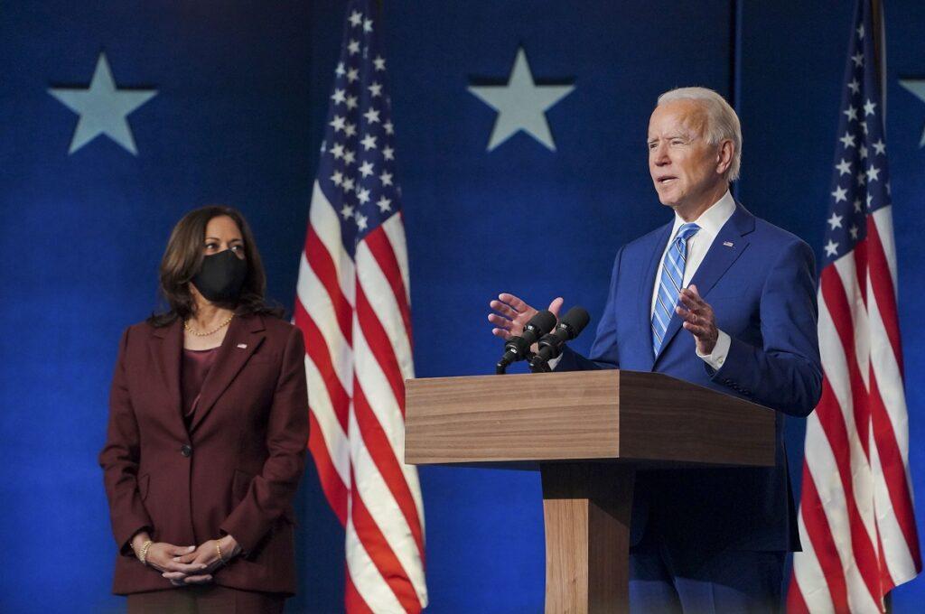 Joe BIden e Kamala Harris levam as eleições estadunidenses