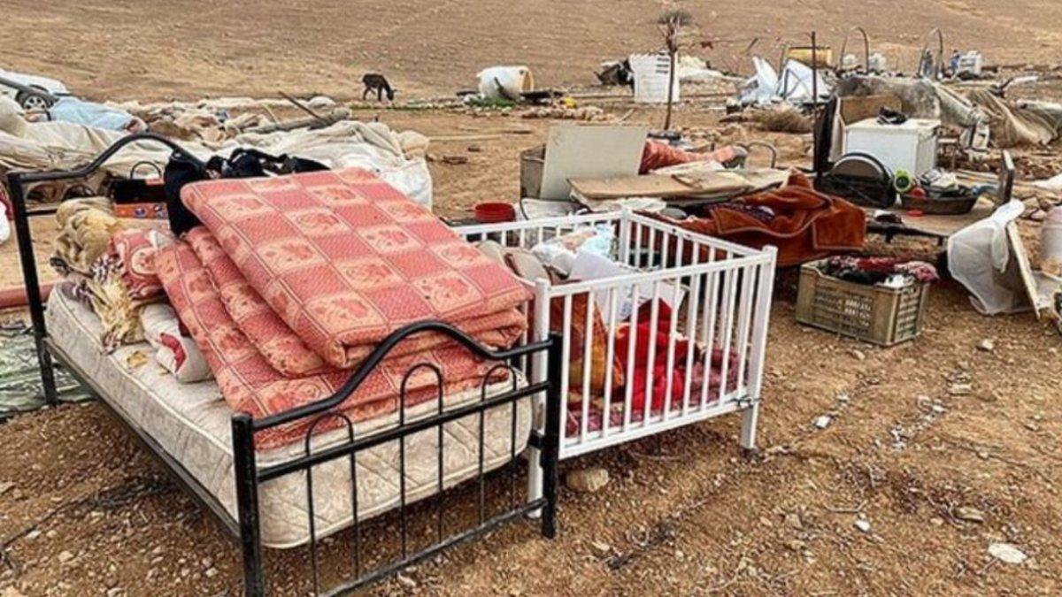 Demolição israelense desloca dezenas de palestinos na Cisjordânia.
