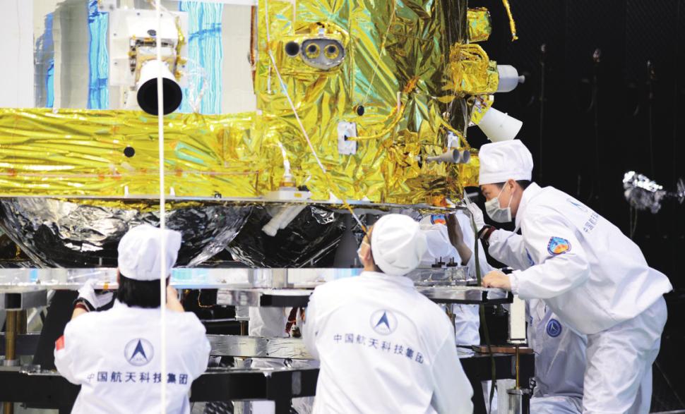 China lança amostra de missão de retorno à lua - ela está ganhando a nova corrida espacial?