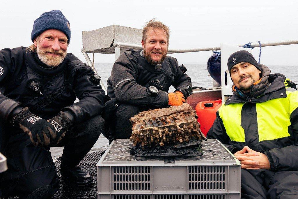 Lendária máquina Enigma Nazista é descoberta por mergulhadores