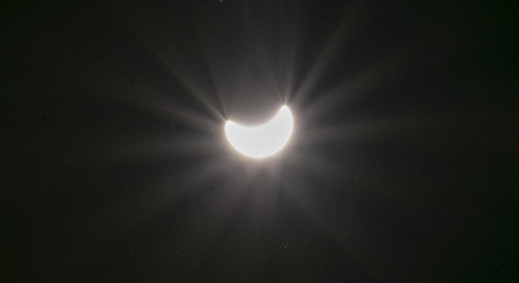 Acabamos de ter o único eclipse solar total de 2020, e as fotos são incríveis