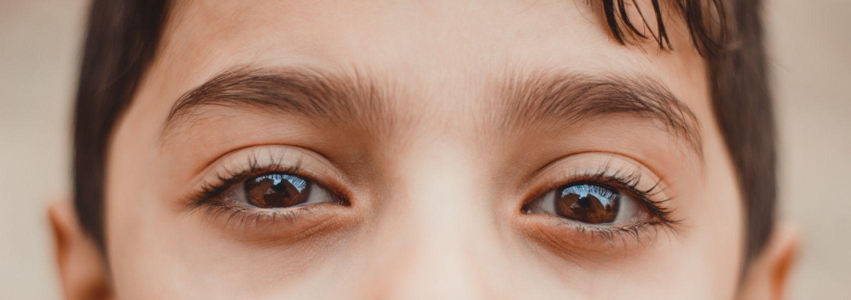 Terapia experimental injetada em um olho melhora inesperadamente a visão no outro