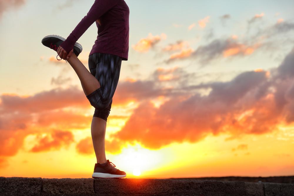 Para reduzir a pressão alta a opção de se alongar pode ser mais eficaz do que uma boa caminhada, entenda